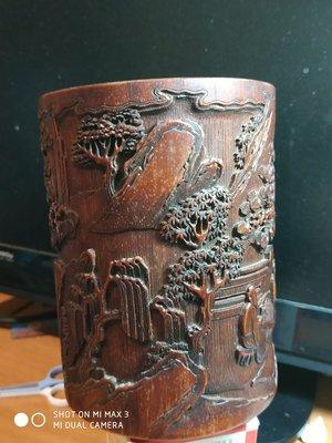 【諸羅山人】~ ~~ 清竹雕名家張辛筆筒 簡單的竹雕筆筒解析和保養  假落名家款的民初高仿