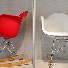 [ 椅子王。絕版品出清 ] -----Eames復刻版,DSW 田畝斯搖椅《ABS坐板》
