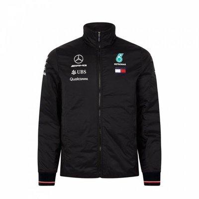 Mercedes AMG F1車隊防寒...
