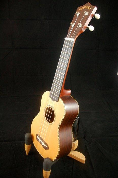 【夏威夷品牌】21吋Leolani雲杉面單烏克麗麗 玫瑰木側背 復古雙色滾邊【夏威夷樂器 台南烏克麗麗專賣】