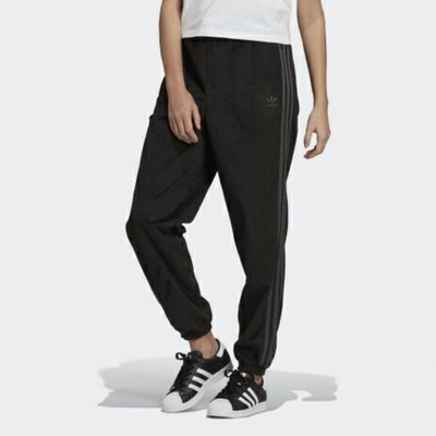 【AIRWINGS】ADIDAS Original 三葉草 GU0807 女性黑色CUFFED三線休閒長褲