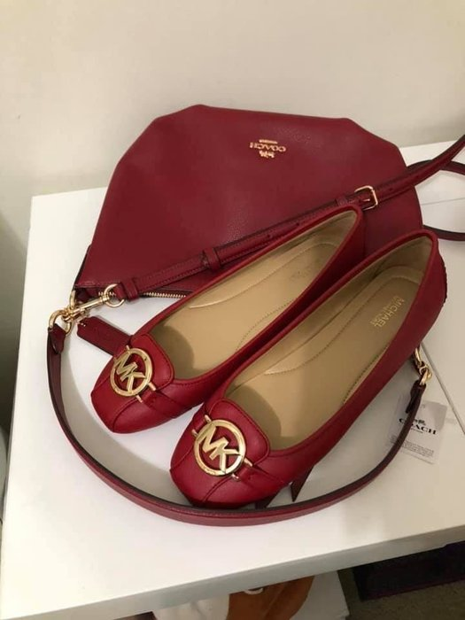 (大腳Y的福音) MICHAEL KORS 紅色金扣平底娃娃鞋