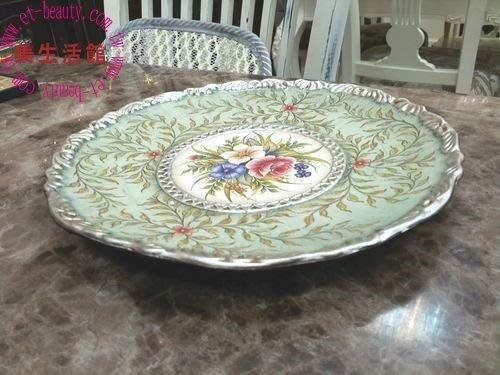 美生活館---全新 綠色銀邊 三朵花彩繪  高溫陶 圓型 水果盤/糖果餅乾盤/擺飾盤