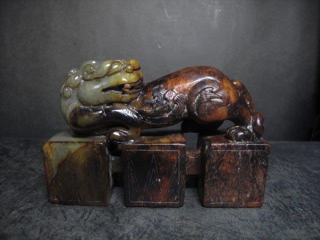 和闐玉雕◎ 祥獸 三連印    非壽山石