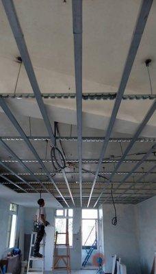 (南部地區) 高雄 屏東 輕鋼架 輕隔間 裝潢 石膏板 矽酸鈣板 塑膠板 龍鳳板 實木地板 拉門 明架 暗架 責任施工
