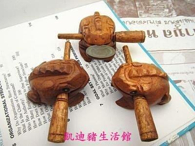 【凱迪豬生活館】泰國特色工藝品實木小號招財蛙咖啡色佛國的財富祝福 單只價KTZ-200944