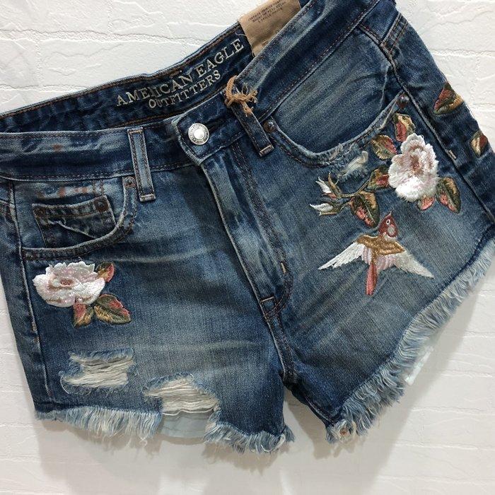Maple麋鹿小舖 American Eagle * AE 洗舊刷破電繡圖樣牛仔短褲 *( 現貨0/4號 )