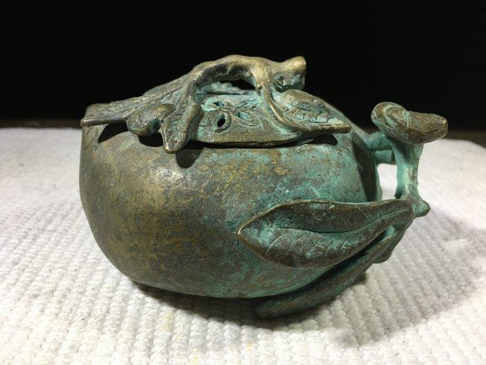 早期收藏古早文物-手工打造-青銅雕製品-仙桃