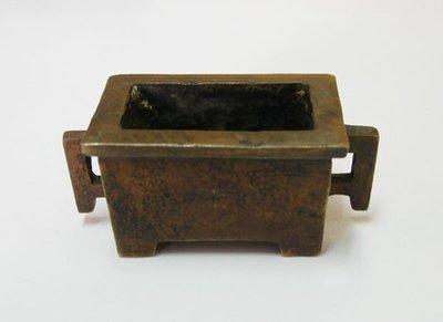 【觀天下‧古玩天地】早期收藏 ◎ 小型銅製《馬槽形香爐》底款宣