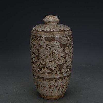 ㊣姥姥的寶藏㊣ 宋代磁州窯白地刻牡丹紋梅瓶做舊  出土文物古瓷器古玩古董收藏品
