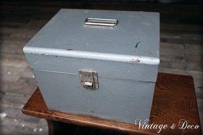 復古美國古董鐵箱鐵盒 文件箱 老鐵箱 美式 老件 古道具 雜貨 zakka 擺飾 收藏 二手 裝飾 [BOX-0136]