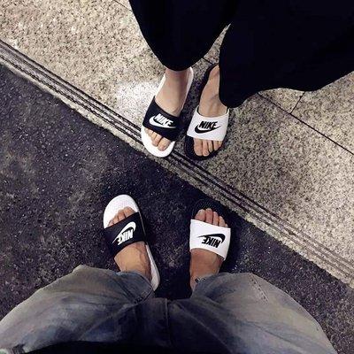 南 2015 7月 NIKE 拖鞋 BENASSI JDI MISMATCH 白黑 819696-010 陰陽 黑白
