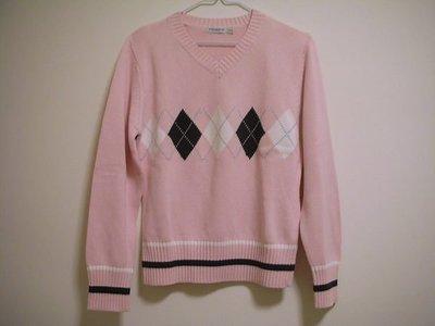 全新嫩粉色V 領經典藍白菱格圖案英倫風溫暖厚實細柔棉 FIT 版型女長袖彈性針織毛衣