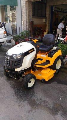 全新U-MO美國進口CUB CADET KOHLER23HP雙缸駕駛式割草機(專業商業引擎/動力方向盤/電動刀盤昇降)