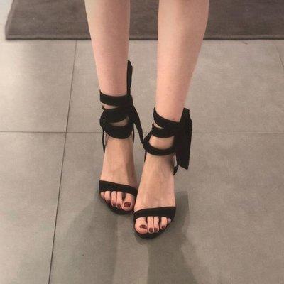 【蘑菇小隊】高跟鞋 歐美女鞋露趾一字帶絨面蝴蝶結綁帶超高跟鞋細跟涼鞋女-MG62923