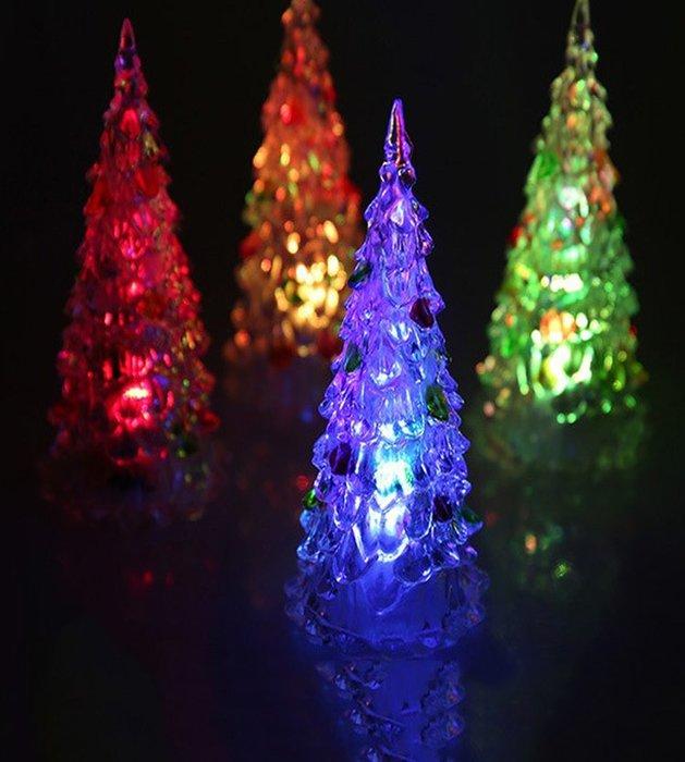 [宅大網] 194122 聖誕樹 特大加大 27cm 夜燈 造型燈 七彩 發光 聖誕節 飾品 裝飾 佈景 夜景 一標一入