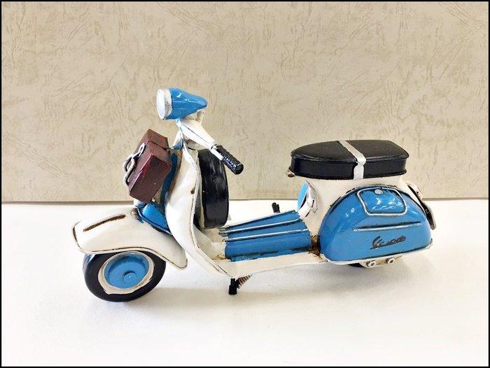 藍白色復古刷舊金屬偉士牌摩托車 手工鐵皮模型車 復古行李箱VESPA老偉速克達老爺車重機擺飾品工藝品收藏擺件【歐舍傢居】