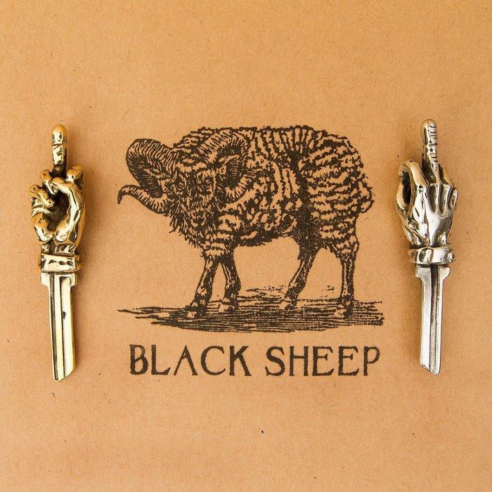 黑羊選物 中指鑰匙圈 黃銅 惡搞小物 潮流小物 白銅 兩色可選 送禮 復古 老味 養牛 黃銅 鑰匙圈 重機 哈雷