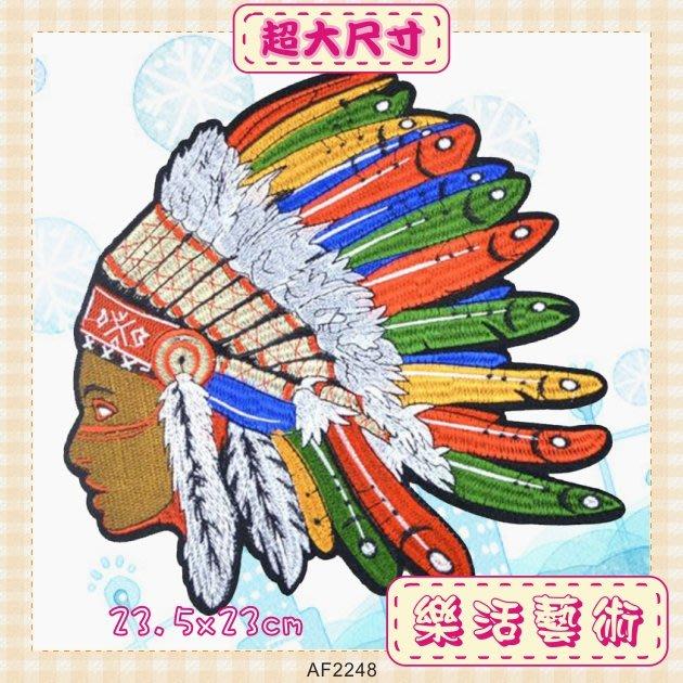 樂活藝術「燙貼布」 ~ 彩色羽毛褐臉印第安人 刺繡布貼 熨燙貼布 熨斗貼《有背膠》【現貨】【AF2248】