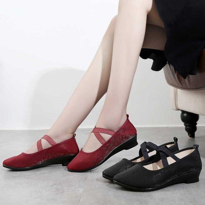 廣場舞鞋女成人四季紅舞鞋舞蹈鞋坡跟軟底布鞋工作鞋跳舞鞋