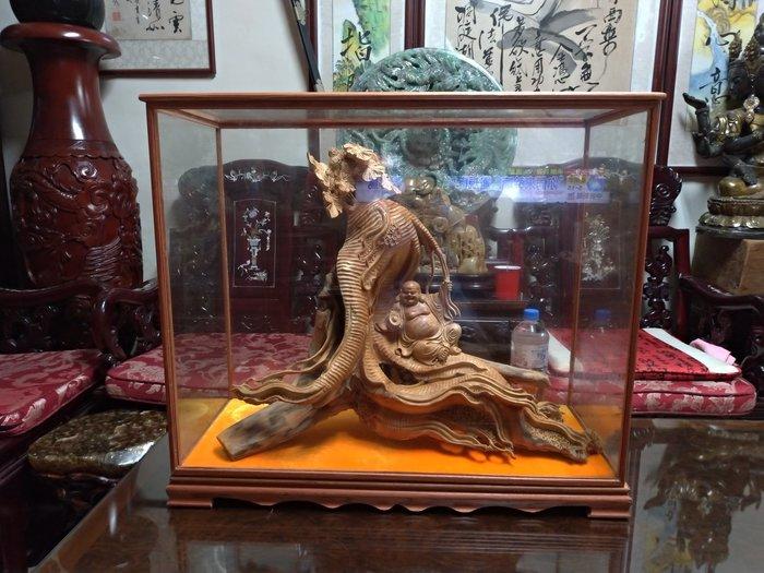 台灣檜木瘤有玻璃櫃/高63公分寬72公分深32公分重量18.5公斤/高油,重氣味,造型栩栩如生,收藏上品。