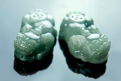 □§Disk的天然水晶§□【招財進寶】老坑冰種綠帶紫翡翠招財獸雕件一對BM-26-A貨專賣~全館滿千9折+超取免運