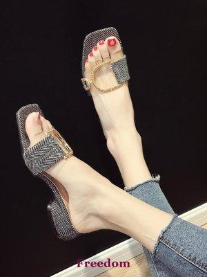 Freedom女鞋拖鞋女可愛ins2019夏新款外穿時尚透明一字拖中跟粗跟搭扣拖鞋潮