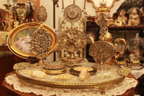 【家與收藏】特價稀有珍藏歐洲古典法國古典華麗精緻手工銅金浮雕香水瓶 10