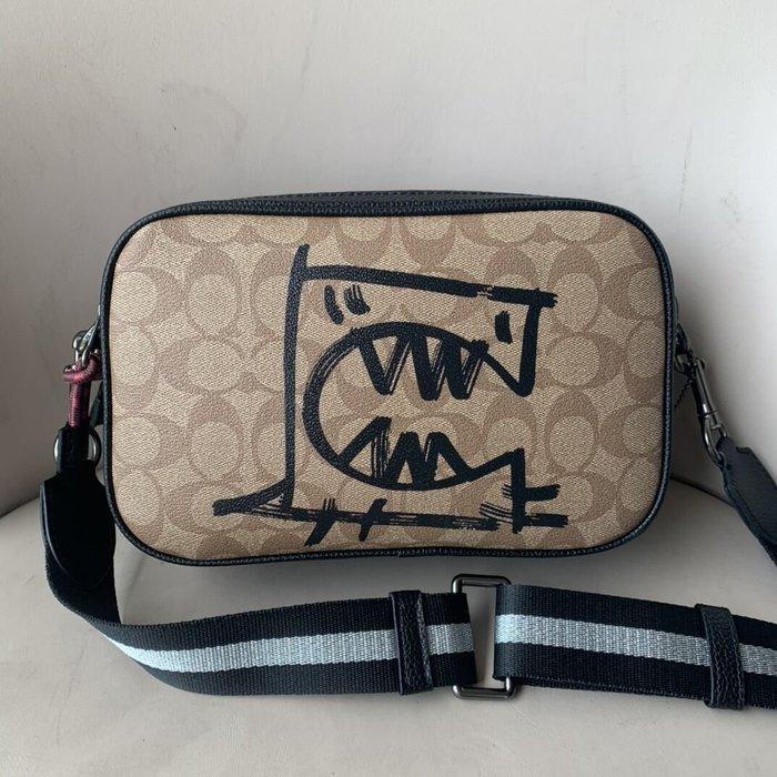 美國名品折扣店~ 特賣 COACH 1505 新款塗鴉拼色雙拉鏈相機包 女式單肩背包 斜跨包