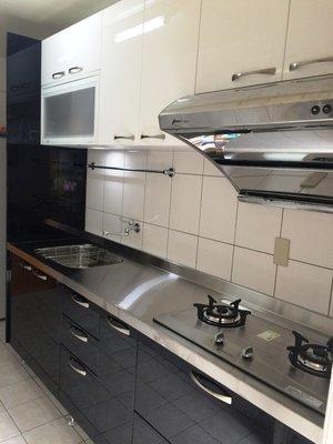 卉誠廚具流理台不锈鋼檯面,結晶門板,304桶身上,下廚240CM完工價60200