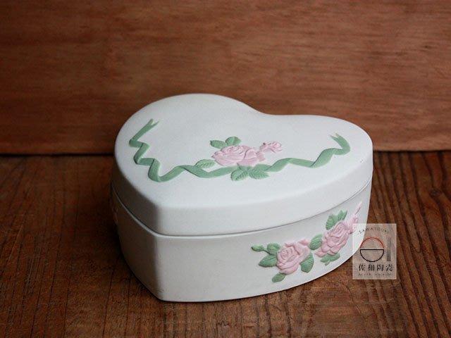 +佐和陶瓷餐具批發+【XL071213-1心形粉玫瑰蓋盒-日本製】日本製 陶瓷盒 附蓋盒 心型盒 食器 收納盒