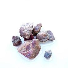 紫紅寶石、紫紅剛玉、原石礦石標本