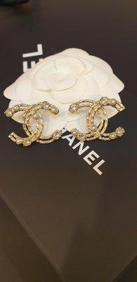 【收藏現貨】chanel耳環 鏤空珍珠水鑽 大雙C 耳環 (金)3公分