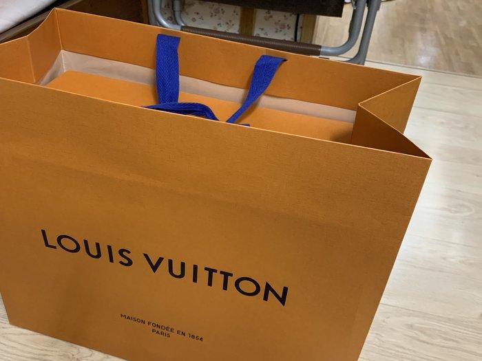 LV 台中新光三越專櫃2020年10月25購 大磁扣盒/大紙盒原廠盒40*33*20cm+大紙袋橘色