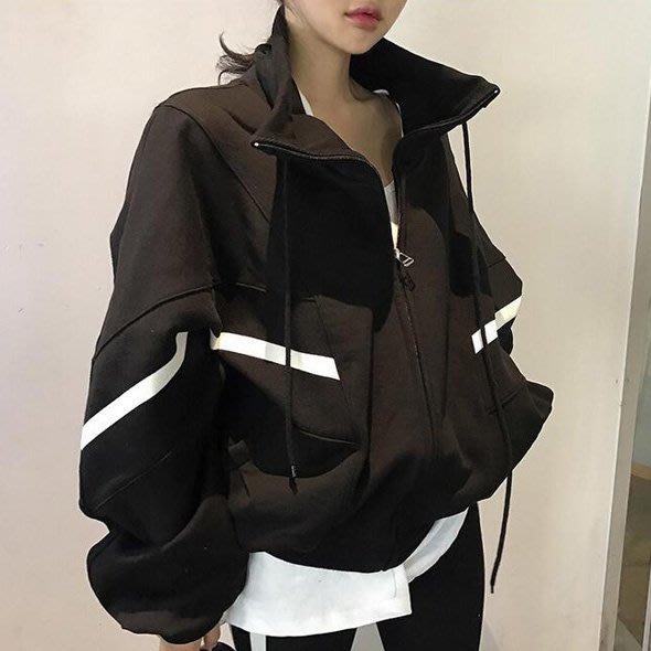 棉質外套 設計款北歐風簡約不挑人男女皆宜經典立領大蝙蝠袖流線拼色抽繩外套 艾爾莎【TAK8117】