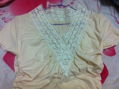 -米黃色V領縐折有腰身的上衣,超 兼具 感的上衣,只要101元,配合7~11超取