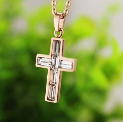 Vogue Potion十字架鑲方鑽項鍊 韓版14K鈦鋼玫瑰金 保佑幸運平安鎖骨項鍊