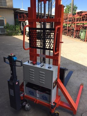 振新機械維護所~省力拖半電動堆高機~輕便堆高機~電動堆高機~易可拉~驅動頭~拖板車~