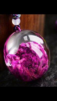 極美紫幽靈大蛋面吊墜,個頭大,成色棒,近全淨體,有夾些許髮絲,完美無瑕,顏色濃郁,打磨精美