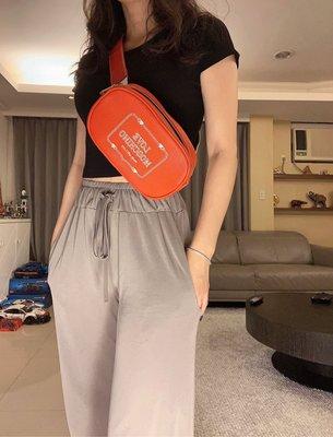 歐洲 專櫃買回 買回來只有收藏 MOSCHINO logo plaque belt bag 女腰包/胸口包