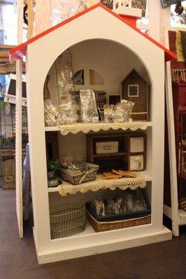 zakka糖果臘腸鄉村雜貨坊  木作類..Chimney收納櫃(房屋造型展示櫃,開店用品櫥窗pop攝影道具佈景背景馬克杯