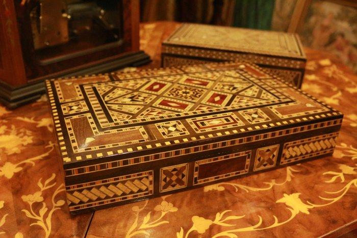 【家與收藏】特價極品珍藏歐洲古董維多利亞手工精緻母貝獸骨烏木Inlay鑲嵌珠寶盒