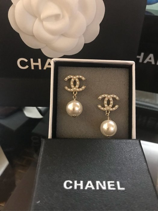 Chanel.香奈兒經典基本款珍珠耳環