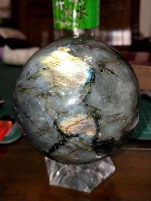..大顆晶球美品..天然原礦..拉長石.光譜石.佛光石原石晶球.金色折光.精挑高擋專櫃..一律免運費