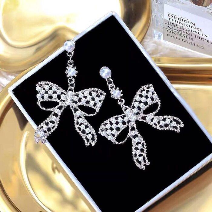 💎1229、(預購)法式珍珠鏤空蝴蝶結甜美優雅感耳環💎正韓飾品 耳環 珠寶 925純銀針