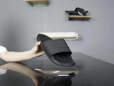 ☆LION販殼☆ ADIDAS ADILETTE SLIDES 黑色 全黑 輕量 海灘拖鞋 休閑拖鞋 S82137