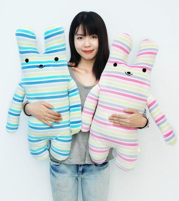 娃娃夢幻樂園~可愛長抱兔娃娃~條紋兔~綿綿兔fumo兔~高75cm~超人氣商品~男友抱枕~生日禮物~全省宅配