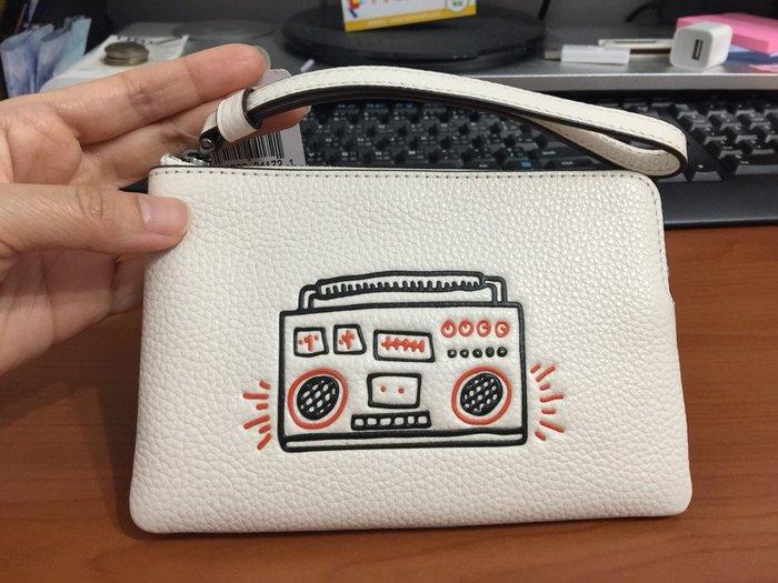 降價~保證真品 $1350含運 COACH 手拿包 塗鴉款 收音機 白色 零錢包