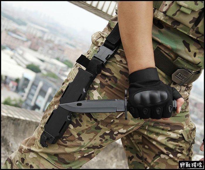 【野戰搖滾-生存遊戲】M9 塑膠模型刺刀【黑色、沙色、軍綠色】附刀套刀鞘可裝在M4步槍 玩具刀軟刀