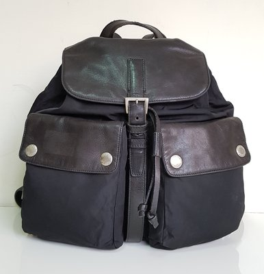 PRADA  小羊皮  NAPPA  皮革拼接   經典 LOGO  後背包,保證真品 超級特價便宜賣
